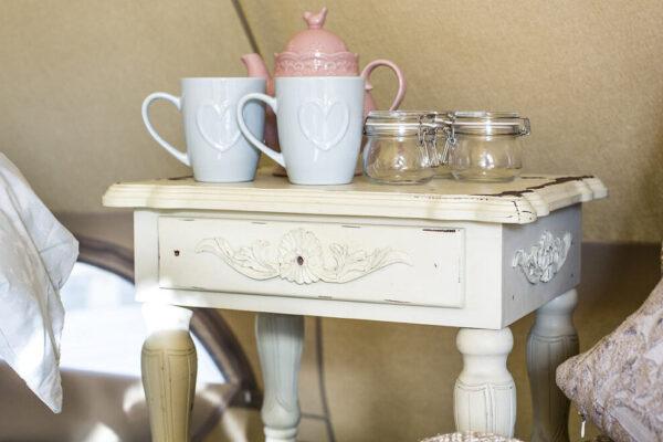nest-glamping-mugs